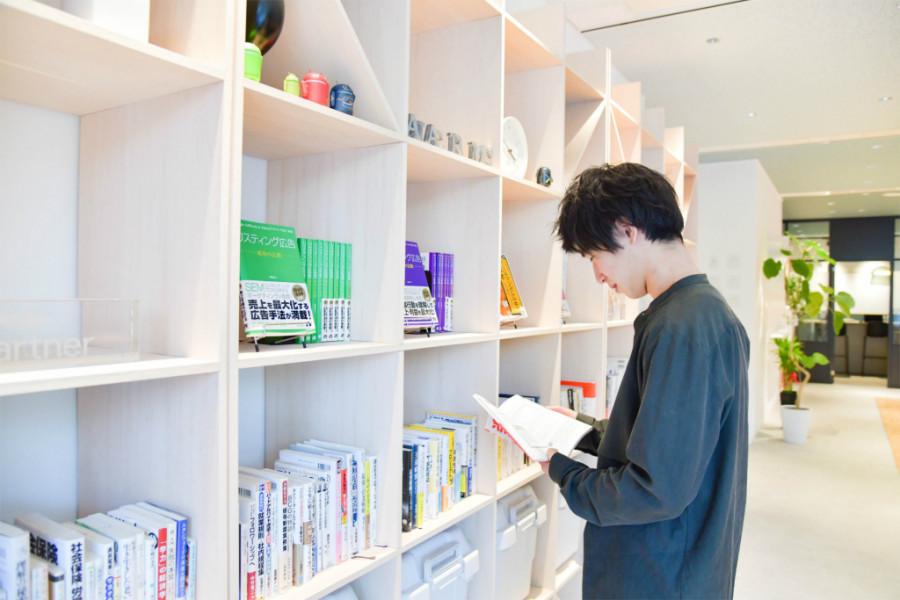 アナグラム株式会社の本棚